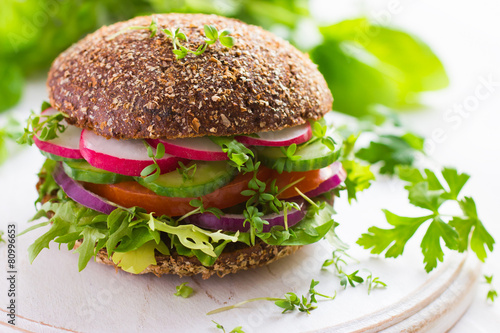 Fotobehang Voorgerecht Healthy fast food. Vegan rye burger with fresh vegetables