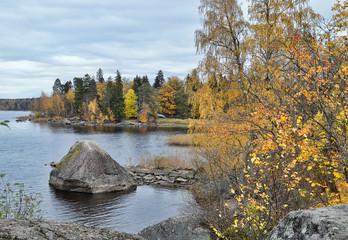 Осенний прибрежный пейзаж