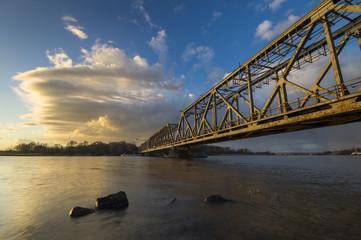 Stary kolejowy most zwodzony na Odrze w Szczecinie