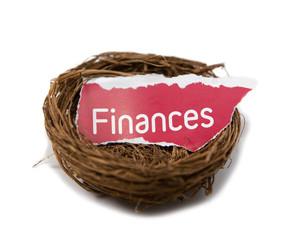 mot finance dans un nid de protection
