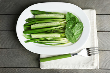 Green salad with cucumber and wild leek