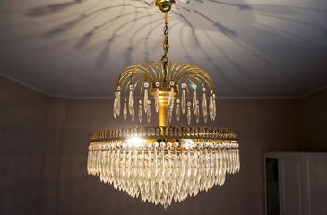 lampadario antico color oro