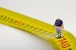 miniatura di uomo in sovrappeso e metro  - 81019842