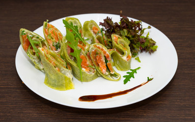 Spinach crepes with salmon and salad
