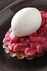 rhubarb tart with ice cream