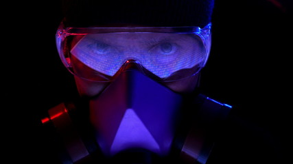 Man wearing a respirator and safety spectacles.