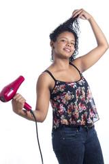 chica latina cabello secador seco