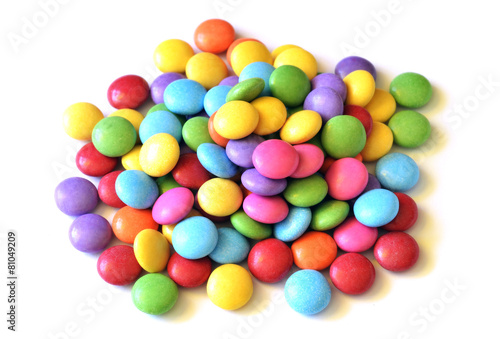 Aluminium Snoepjes Isolated colored smarties on white background