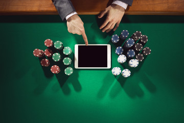 Poker player with digital tablet