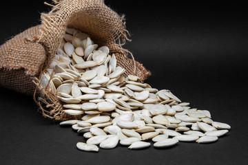 semillas de calabaza en un saco