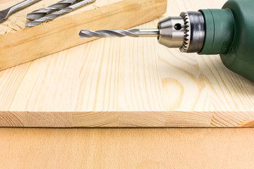 Electric screwdriver with wooden planks