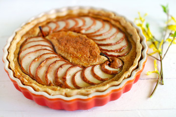 Fruit pie with piers and almond meal in a dish