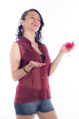 joven con copa de vino