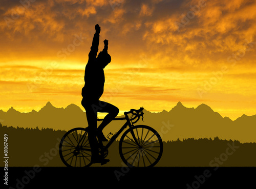 Aluminium Wielersport Silhouette of the cyclist riding a road bike at sunset