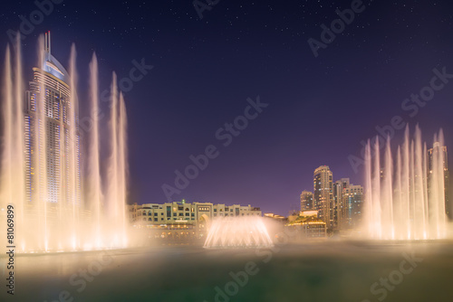 Aluminium Dubai The dancing fountain Burj Khalifa in Dubai, UAE