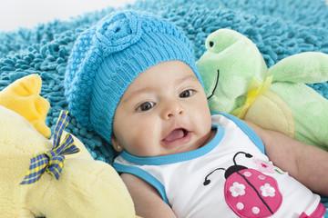 Bebita con gorro azul