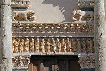 architrave del portale della chiesa di S. Bartolomeo; Pistoia