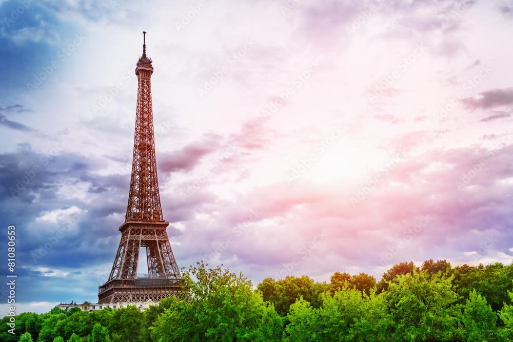 wieża paris wschody - powiększenie