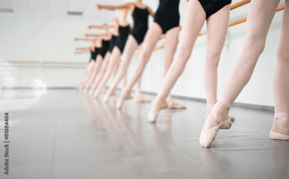 dziewczynka tancerz elegancja - powiększenie
