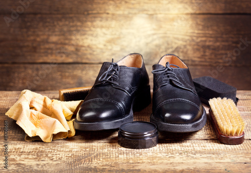 black  shoes with care accessories - 81088681
