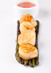 fried scallops with asparagus