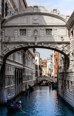 Seufzerbrücke und Gondel in Venedig