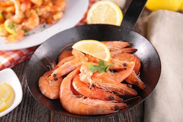 shrimp in pan
