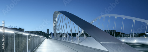 Foto op Canvas Openbaar geb. Panoramic view of Schuman bridge by night
