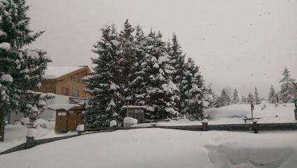 Winterliche Landschaft mit Bäumen