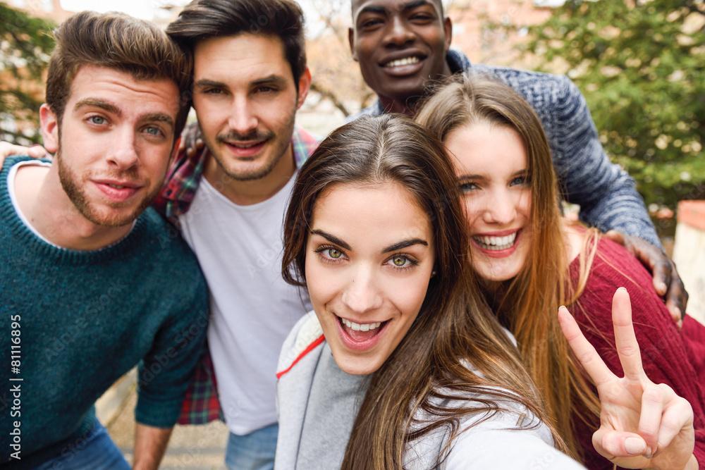 etniczne przyjaciel szczęśliwy - powiększenie