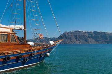 Navigazione a Santorini