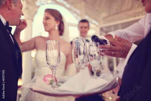 Foto op Aluminium Alcohol Bride and groom on their wedding day celebrating with champagne