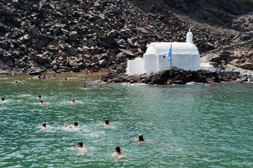 Bagnanti a Santorini