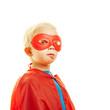 Stolzes Kind als Superheld mit Maske