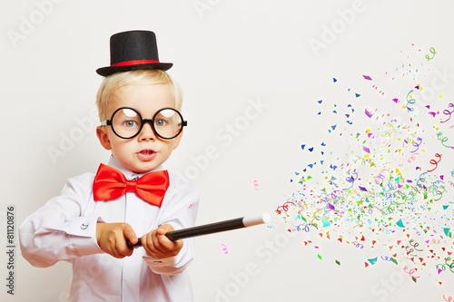 Leinwanddruck Bild Zauberer zaubert Konfetti aus Zauberstab