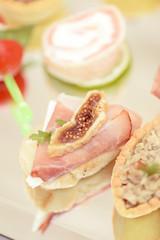 Tarts with ham