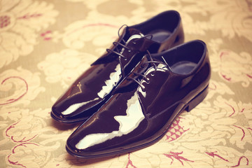 Elegant leather grooms shoes
