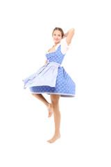 Tanzende Frau in bayrischer Tracht