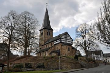 Kirche im Dorf