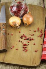 oignons et baies roses