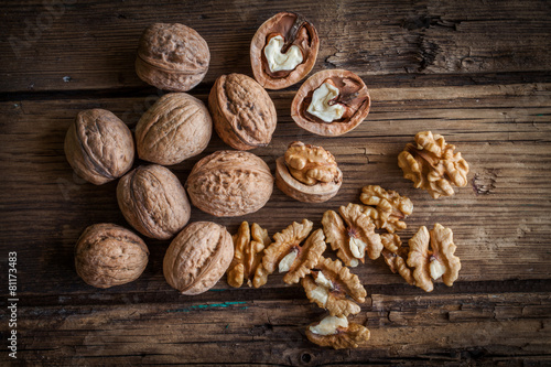 Walnut kernels and whole walnuts - 81173483