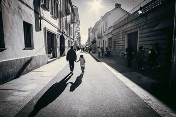 papà e figlia passeggiano al tramonto