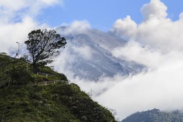 Volcán Tungurahua visto dede Baños, Ecuador