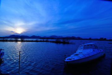 西の湖の朝焼け