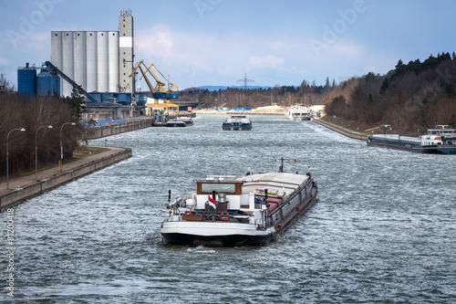 Fotobehang Kanaal Main-Donau-Kanal Hafen Kanal Transport Güter Schiff