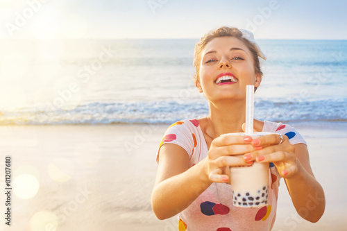 woman with taiwanese bubble tea - 81207680