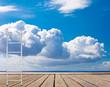 échelle sur terrasse et nuage au dessus de la mer