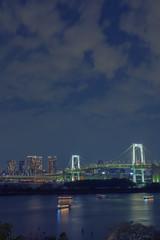 レインボーブリッジとビル群の夜景
