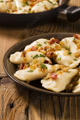 Zdjęcia na płótnie, fototapety na wymiar, obrazy na ścianę : Delicious homemade dumplings with onion and bacon