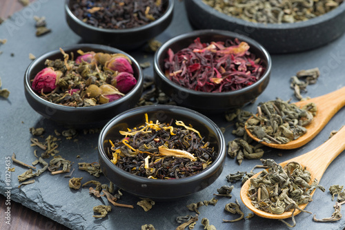 Poster Koffie assortment of dry tea in ceramic bowls